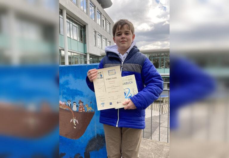 Pascal Atzler gewinnt den 1. Preis beim Bundeswettbewerb Physik MNU